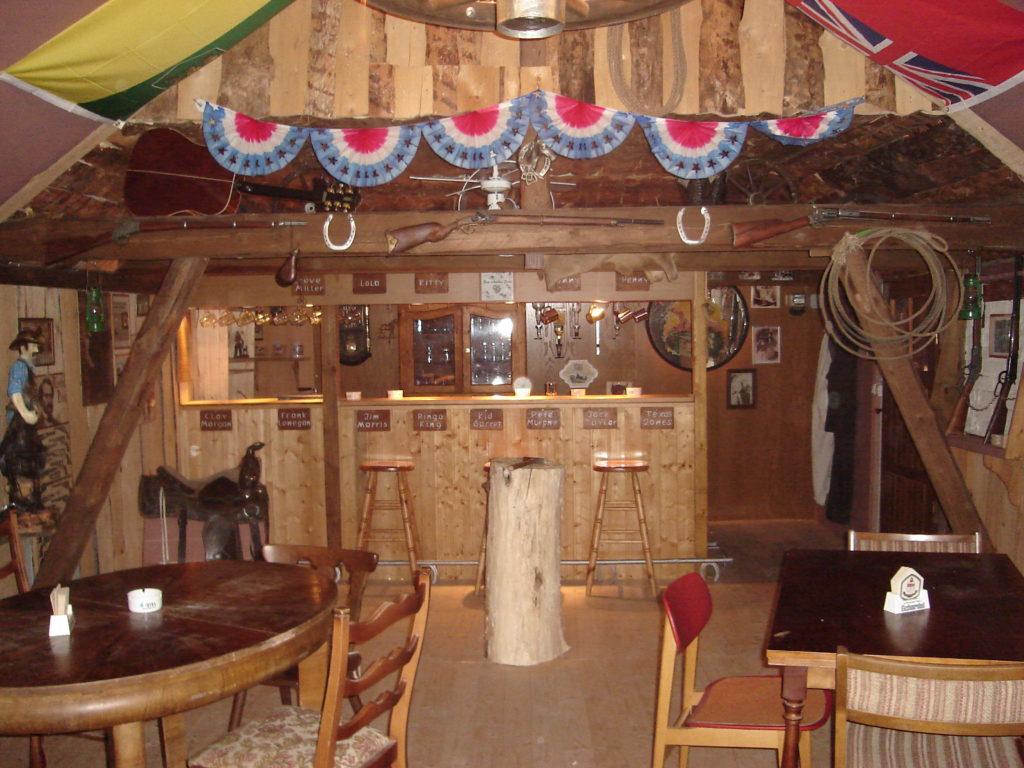 Werkeln im ehemaligenm Saloon